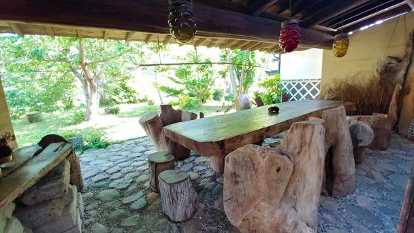 樹齢350年の黒松一枚板の机