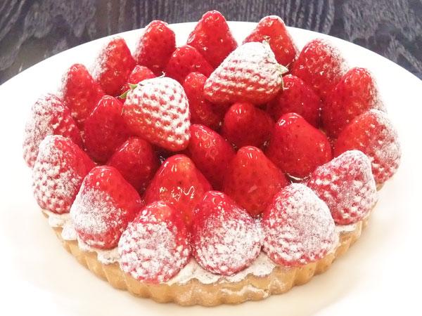 いちごタルトのホールケーキ