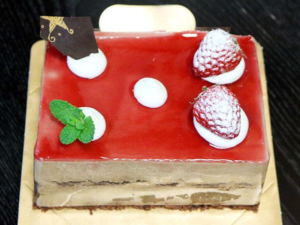 ショコラフランボワーズのホールケーキ