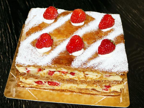 ミルフィーユのホールケーキ