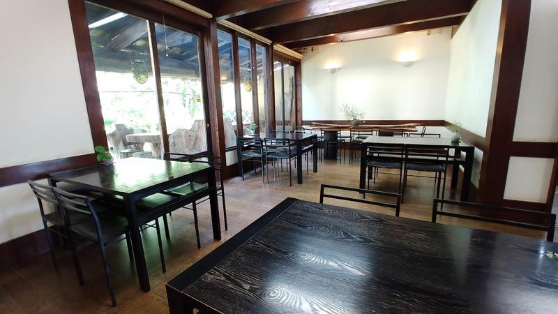 店内の喫茶スペース