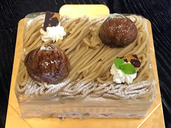 秋季限定ガトーマロンのホールケーキ