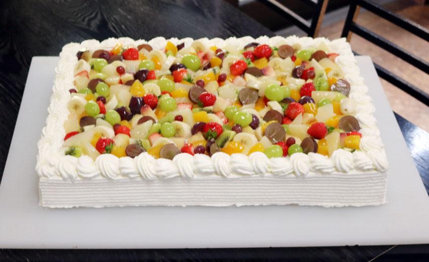 特大誕生日ケーキ